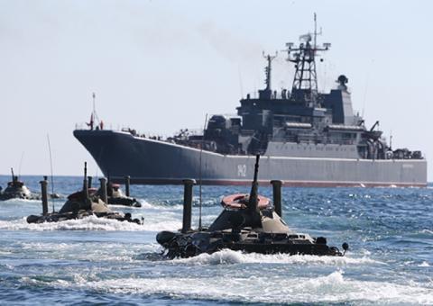 Самые эффектные кадры учений флота РФ в честь Дня защитника Отечества
