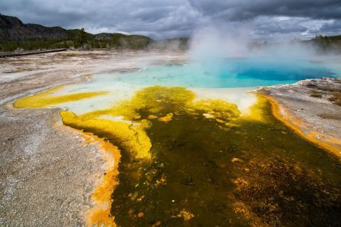 Супервулкан Йеллоустоун и опасное развитие событий: пугающее явление под вулканом обнаружили ученые