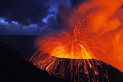 Страшнее Йеллоустоуна: в США обнародован список самых опасных вулканов, которые могут вызвать Апокалипсис