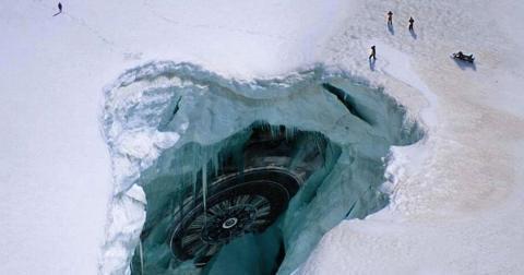 В Антарктиде скрывается огромная дыра, где прячутся инопланетяне, заявил бывший военный