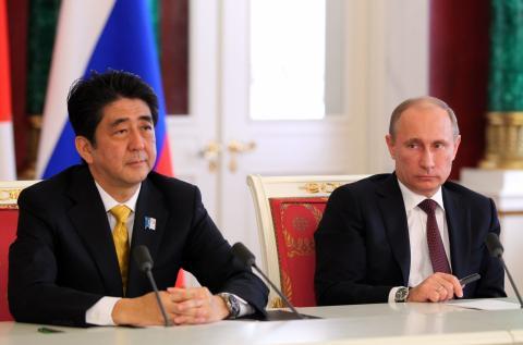 Абэ намерен провести встречу с Путиным для обсуждения двусторонних отношений