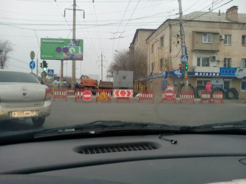 В Астрахани перекрыли одну из самых оживленных улиц