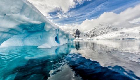 Гигантский адронный коллайдер, спрятанный в Антарктиде, вызывает катаклизмы по всей планете - версия конспирологов