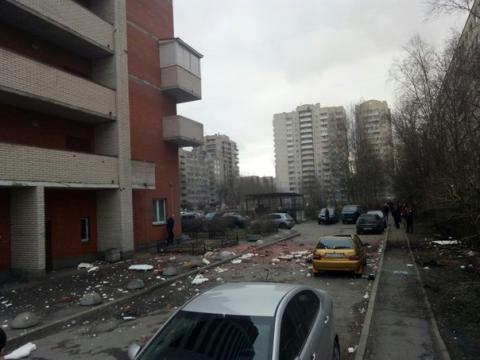 Взрыв в многоэтажном доме Петербурга на Солидарности