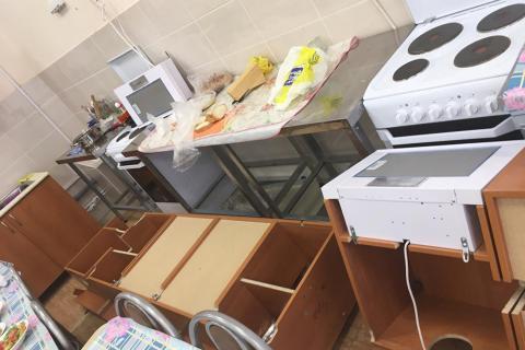 В Новосибирске навесные шкафы во время урока упали на школьниц – возбуждено уголовное дело