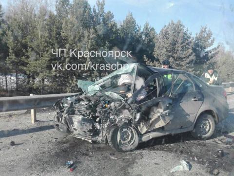 В страшном ДТП под Красноярском разворотило две «Лады» - 3 человека погибли