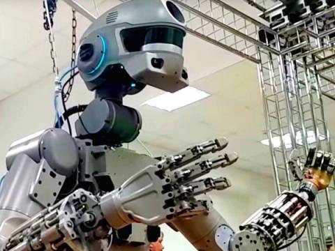 Российский боевой робот Федор напугал западные СМИ