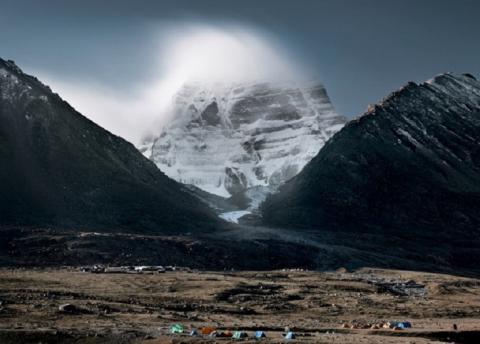 Инопланетный портал или вход в Шамбалу: загадочное отверстие открылось на священной горе Кайлас