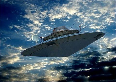 Гигантский НЛО следил за военной базой в Северной Америке