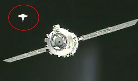 Инопланетные разведчики в космосе следили за стыковкой китайского модуля с Шэньчжоу-8