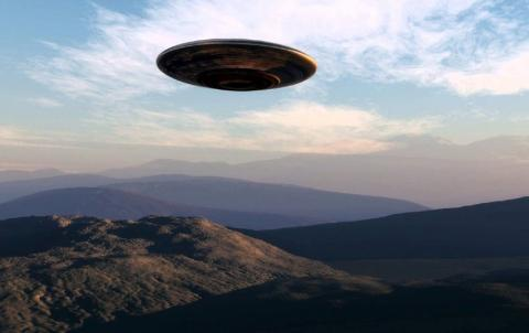 Уникальную видеоподборку с кораблями пришельцев обнародовал охотник за НЛО