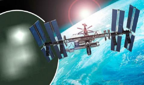 НЛО в прямом эфире: камеры МКС показали приближение корабля пришельцев