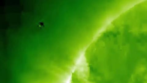 Неизвестный объект 420 дней кружил вокруг Солнца: шокирующие кадры взорвали Сеть
