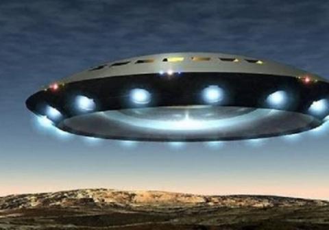 Секретная разведывательная миссия корабля пришельцев над секретной «Зоной 51» попала на видео