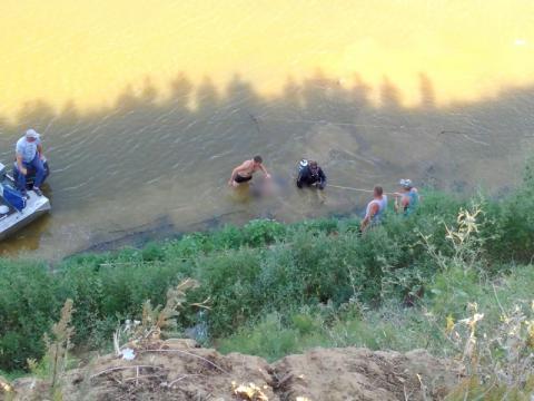 Внедорожник упал в реку