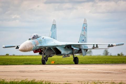 В сети опубликованы первые фотографии истребителя Су-27, который разбился на Украине