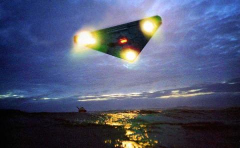 В сеть попало устрашающее видео расстрела НЛО иранскими военными