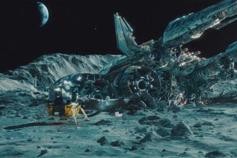 На Луне обломки разбившегося корабля пришельцев раскрывают страшную трагедию