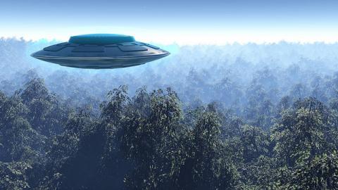 «Думала, что они мне голову снесут, одна за одной шли», – легендарная советская лётчица рассказала о встрече с НЛО