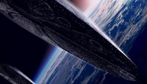 Гигантская инопланетная станция, вращающаяся  возле Луны, попала в кадр исследователя
