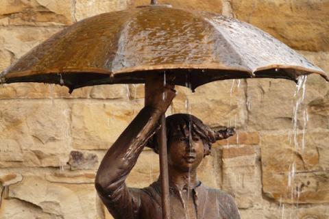 На Марсе статуя женщины с зонтиком подтверждает времена правления короля Артура