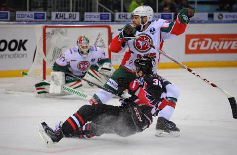 «Авангард» уступил «АкБарсу» в овертайме первого матча ¼ финала плей-офф КХЛ