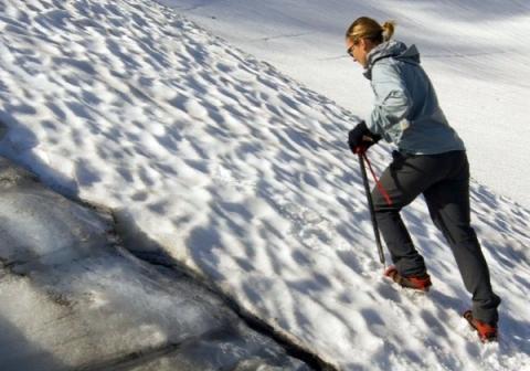 Спасатели на Эльбрусе в Кабардино-Балкарии вызволили девушку из ледяной ловушки