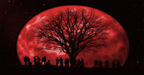 «Кровавая Луна» несет людям неприятную весть: конспирологи говорят о библейском знамении