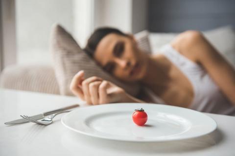 Самые бесполезные и опасные диеты назвали эксперты