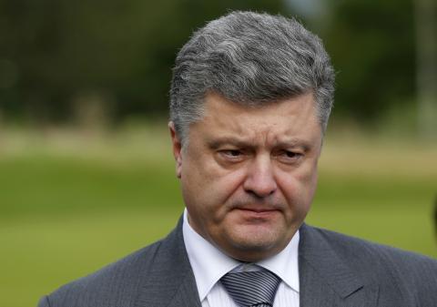 """Студент поинтересовался у Порошенко, когда тот отправит своих детей убивать в """"АТО"""""""