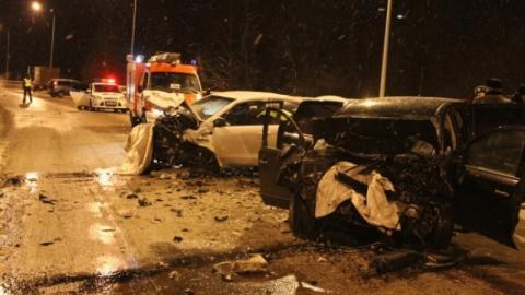 Под Нижневартовском четыре человека погибли в тройном ДТП с Infinity
