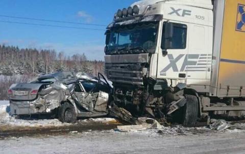 Под Курганом в ДТП «Nissan» выбросил под «фуру» «УАЗ»  – погибли 5 человек