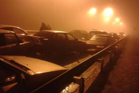 В Ставрополе на Старомарьевском шоссе из-за гололеда в ДТП разбились 30 автомобилей
