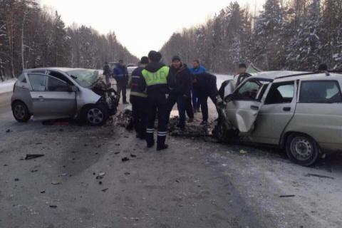 Три человека погибли в страшном ДТП на трассе под Тюменью