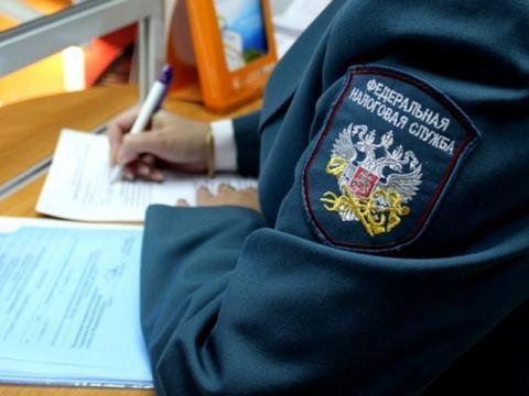 В Омске женщину обязали заплатить налог за подарки от мэрии по случаю рождения ребенка – СМИ