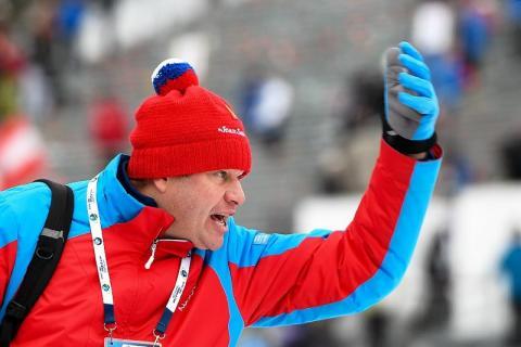 Губерниев прокомментировал действия тренера, который ударил собаку во время женского масс-старта