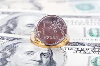 Курс доллара и евро «попал в лапы» рубля: эксперты расходятся во мнении относительно поведения валюты на ближайшее время