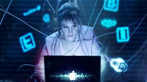Чем грозит любителям интернета постоянное нахождение в Соцсетях, выяснили учёные