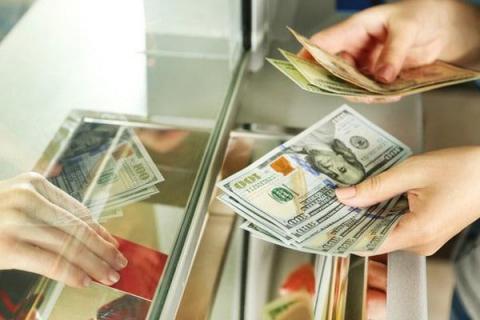 Курс доллара и евро на сегодня установил выгодную покупку и продажу валюты в Липецке