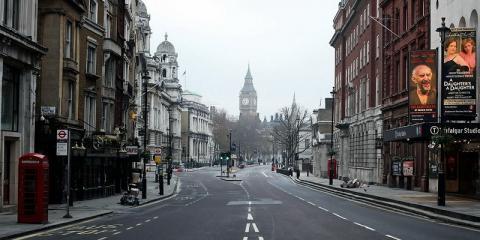 На улицах Лондона появились шуточные плакаты с Путиным