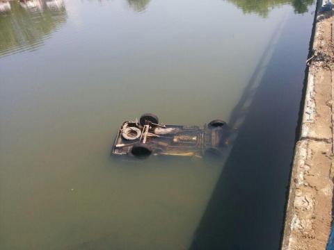 Машина рухнула в реку