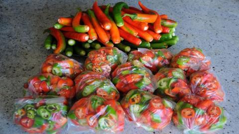 Как заморозить перец на зиму: два простых способа хранения перца в замороженном виде