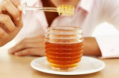 Медики рассказали, зачем стоит есть мед перед сном