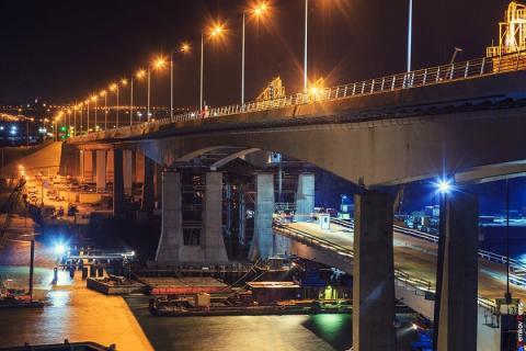В Ростове на Ворошиловском мосту произошла массовая авария с участием девяти машин