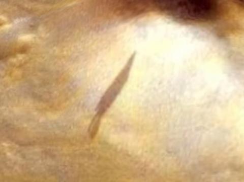 На Марсе замечена тень от инопланетного корабля