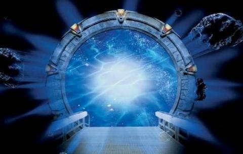 Корабль инопланетян растворился в открывшемся небесном портале: сенсационные кадры взорвали Сеть