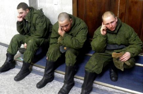 В Госдуме рассказали, какими телефонами можно будет пользоваться российским военным и призывникам