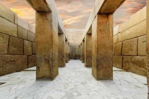 Чудеса древних технологий: «изогнутые» камни в египетском Храме Хефрена