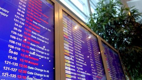 В аэропорту отменены рейсы