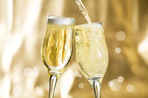 Один бокал шампанского равен одной прогулке на свежем воздухе - Учёные